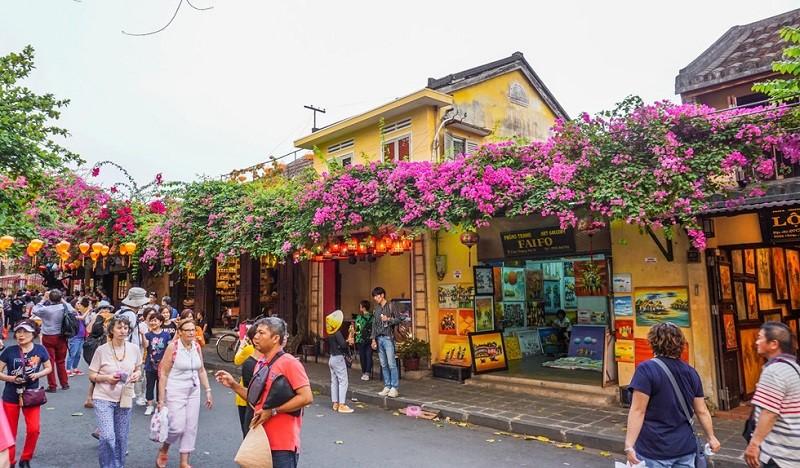 ベトナム観光 はホイアン(クアンナム省)などの地域で試験的に外国人観光客の受け入れを再開する。